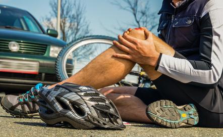Homme à terre blessé par une voiture