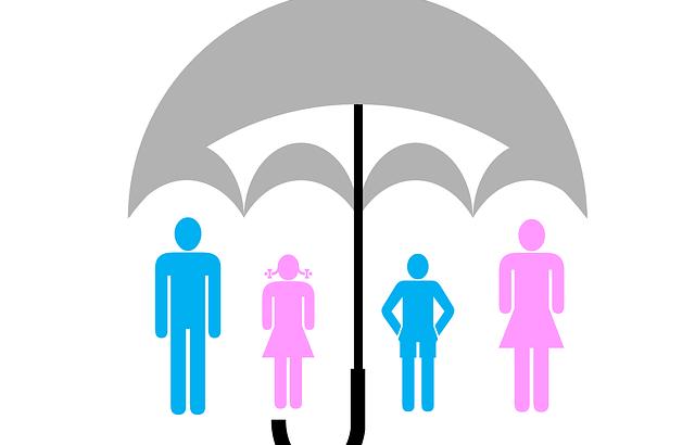 Famille protégée par un parapluie